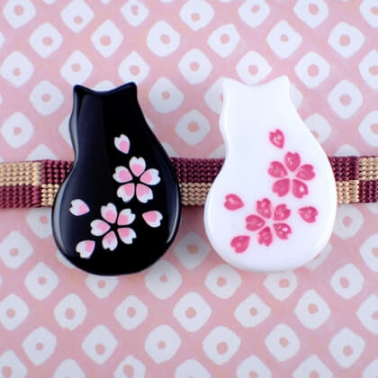 猫桜の帯留め 黒 白