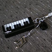 ピアノ根付