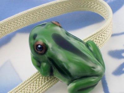 立体カエルさん帯留め 織部グリーン