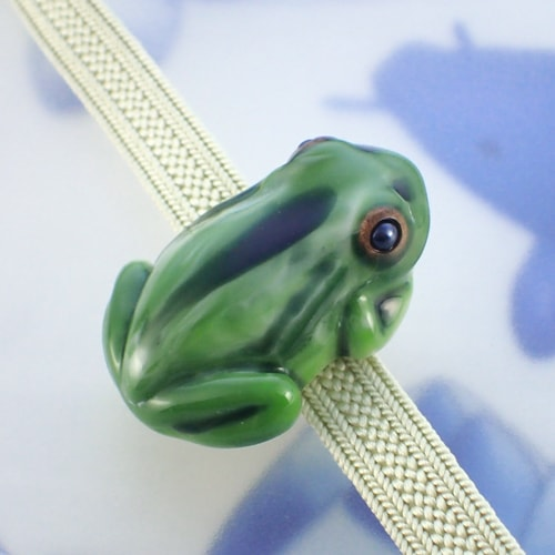 立体カエルさん帯留め 織部グリーン 画像1