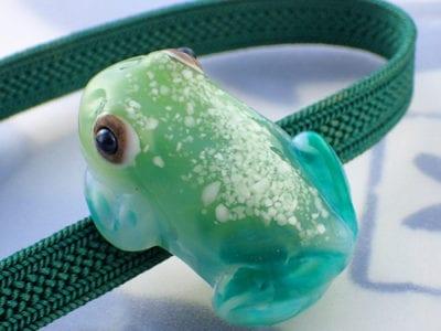 立体カエルさん帯留め ガラスガエルカラー