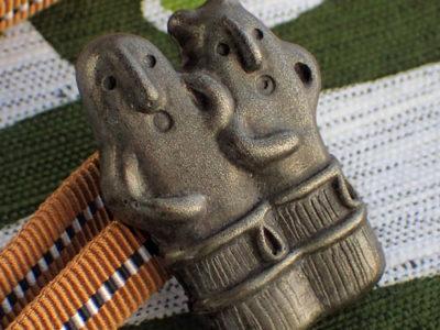 埴輪(踊る人々)の帯留め