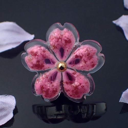 おぼろ桜の帯留め 赤ミックス