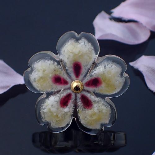 おぼろ桜の帯留め シェルミックス