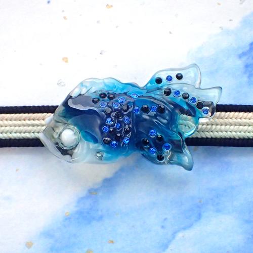 ラインストーン金魚帯留め 青