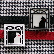 窓に猫の帯留め 2種