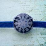 アイスブルーの結晶帯留(六角 黒)雪の結晶 正面