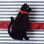 黒猫帯留(むこう向き)猫シルエット 正面