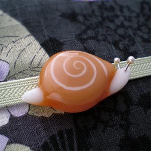 かたつむりの帯留(キャラメル色)