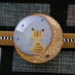 月夜猫の帯留 茶トラオパール 正面