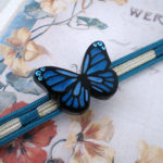 青い蝶の帯留め