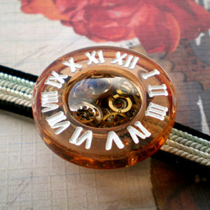時計の帯留 アンバー×白