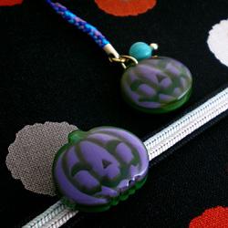 新しいジャックオランタンの帯留 紫とお揃いの新しいジャックオランタンの根付 紫(別売り)