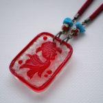 レリーフ金魚のペンダント(赤 薄い目)ペンダントトップアップ