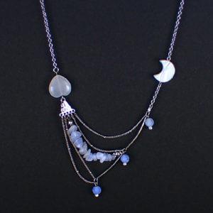 海月と月のネックレス