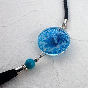 レリーフ金魚のタッセル付き根付青