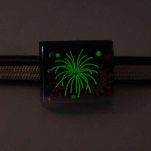 花火の帯留め 蓄光タイプ 暗い所で光る