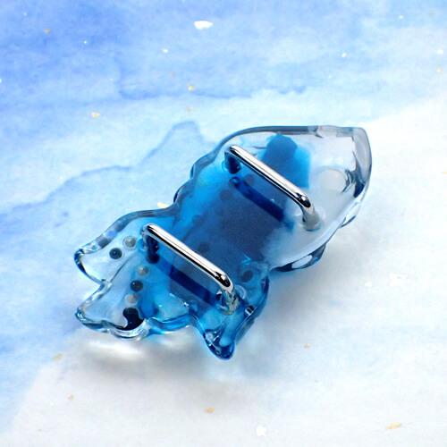 ラインストーン金魚帯留め 青 裏面
