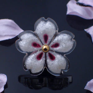 おぼろ桜の帯留め 白ミックス