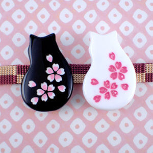 猫桜の帯留め 白・黒