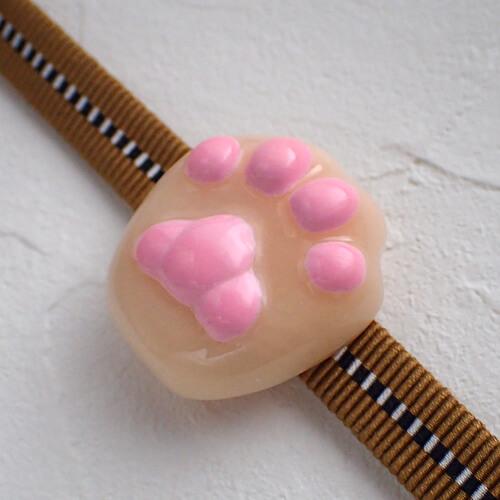 猫の肉球帯留めクリーム色 試作品