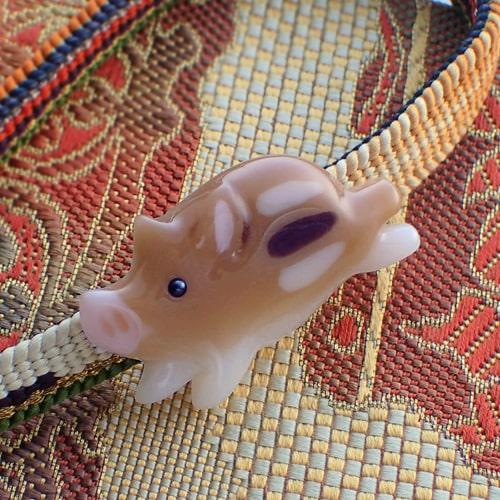 猪の帯留め うりぼう