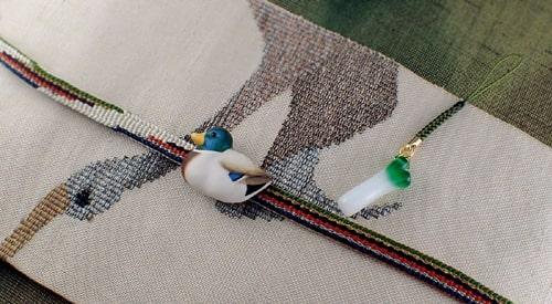 鴨の帯留め手彩色とねぎの根付