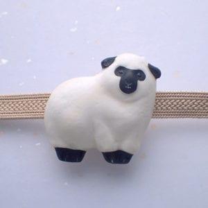 もこもこ羊の帯留め黒 旧型 正面