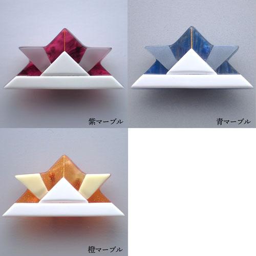 きりばめ紙兜の帯留め 紫・青・オレンジ 3色 白背景