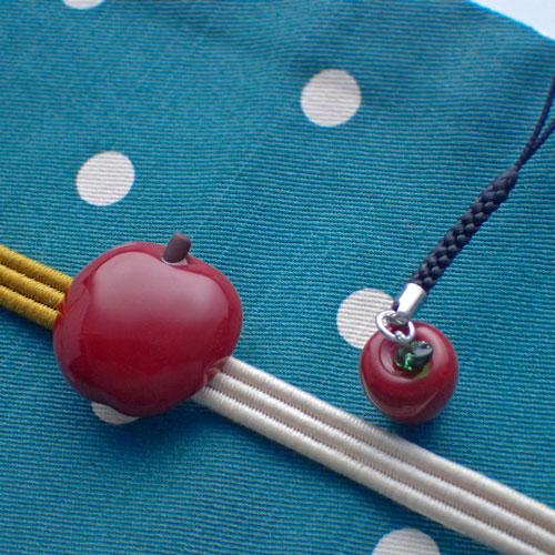 りんご帯留と根付のセット斜めから