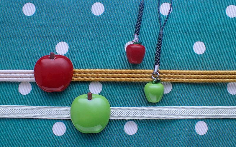 青りんご帯留めと根付のセットとりんご帯留めと根付のセット