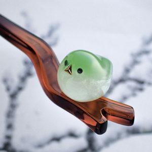 まんまる小鳥が留まるかんざしうぐいす ブラウンアップ