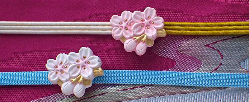 桜枝の帯留め2色 横長