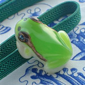 立体カエルの帯留めニホンアマガエルカラーアップ