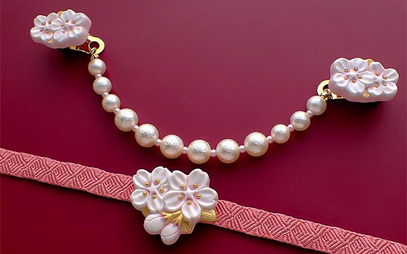 枝桜の羽織クリップ白と枝桜の帯留め白