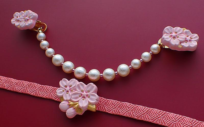 枝桜の羽織クリップ薄紅と枝桜の帯留め薄紅