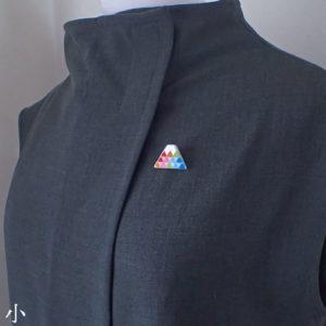 厄除7色の鱗紋富士ブローチ (小)