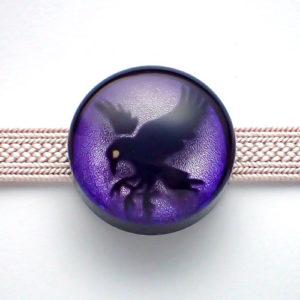 八咫烏の帯留め色違い(紫) 正面